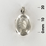 L 1704 Locket w/Design