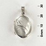 L 1705 Locket w/Design
