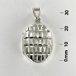L 7208 Locket w/Design