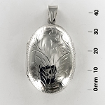 L 7209 Locket w/Design