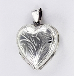 P21030 Heart Locket w/Design